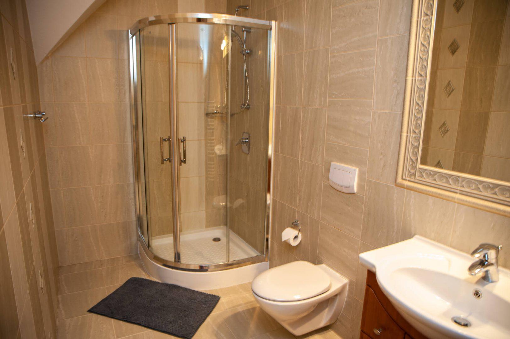 łazienka z prysznicem serafin