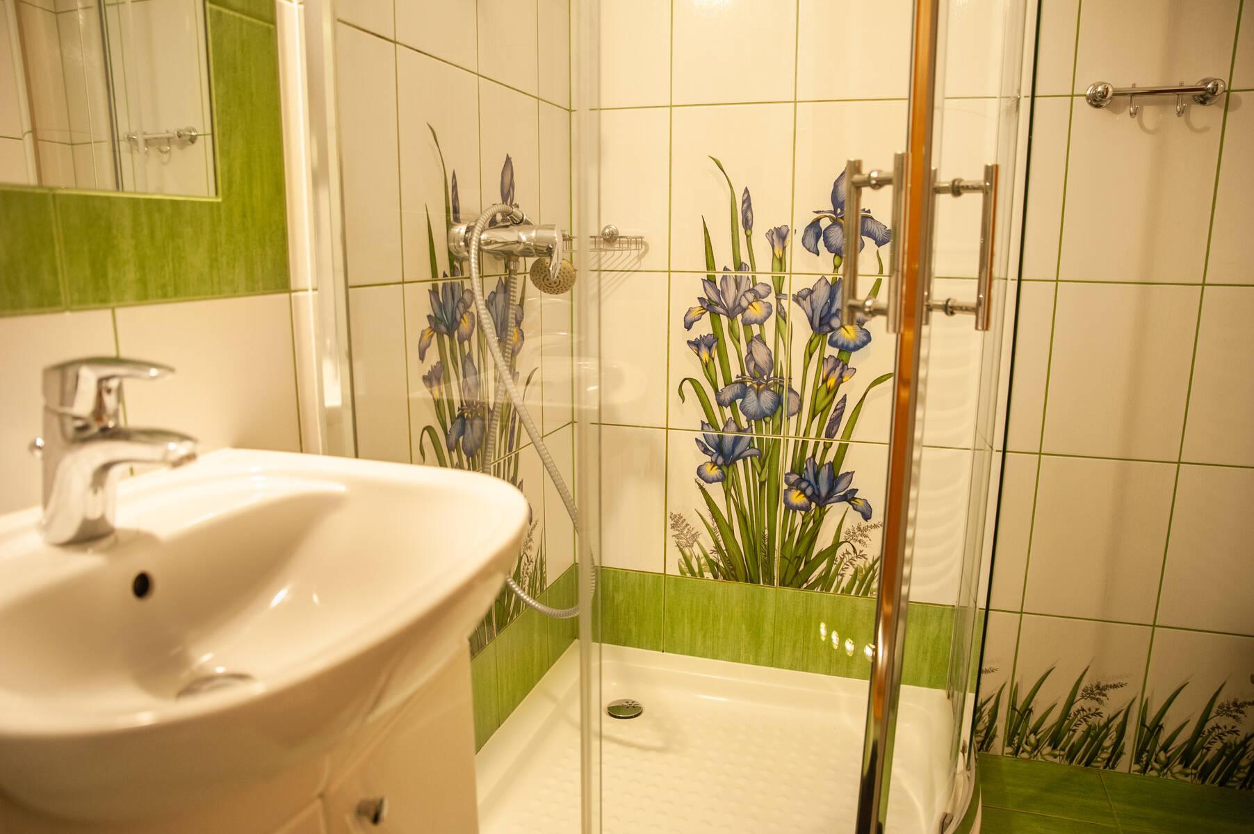pokój dwuosobowy z prysznicem